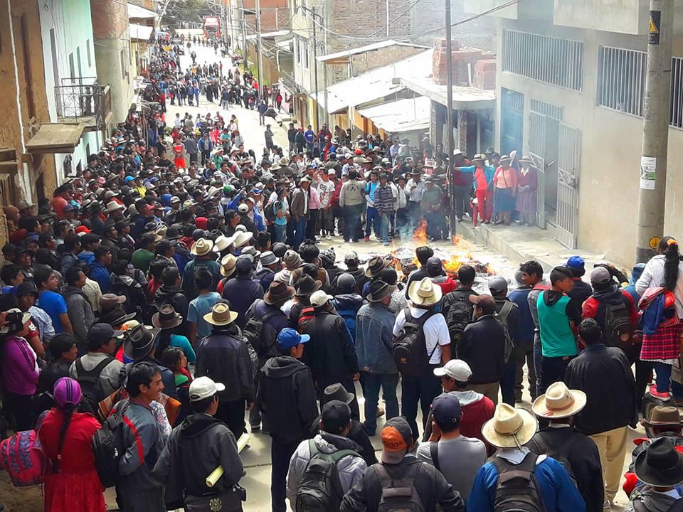 Hace instantes Ronderos de la provincia de #Sihuas tomaron local del poder judicial